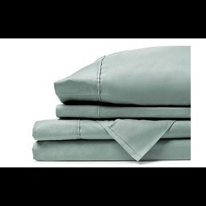 Comphy Queen sheet and quilted blanket bundle set